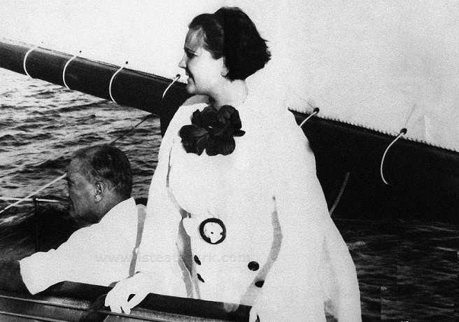 Atatürk, Manevi Kızı Afet İnan'la Bir Tekne Gezintisinde