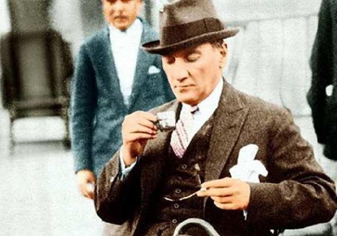 Mustafa Kemal Atatürk Kahve İçerken - Fotoğrafı
