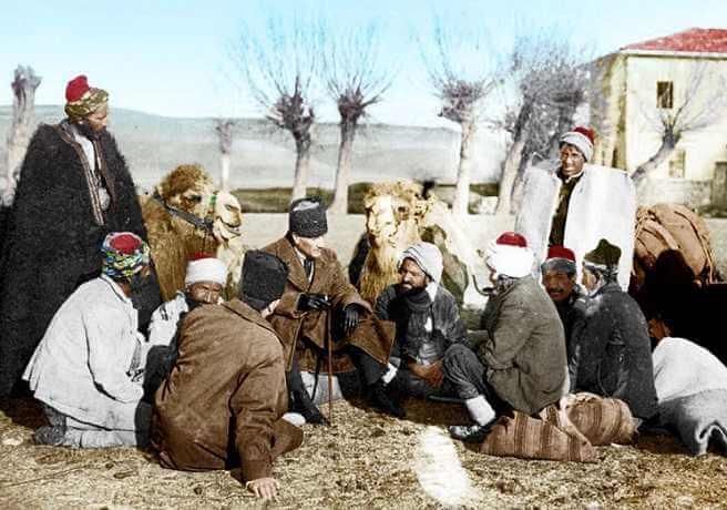 Mustafa Kemal Devecilerle Sohbet Ediyor