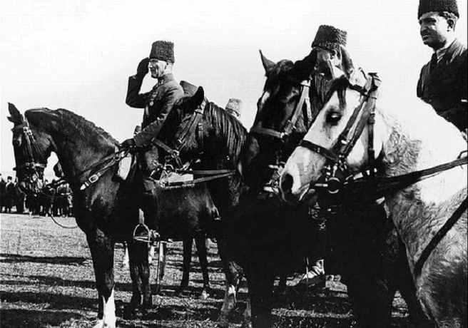 Atatürk At Üzerinde - Ata Binerken - Atatürk'ün Atlı Resmi