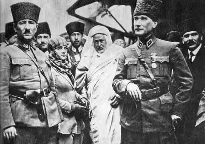 Atatürk ve Eşi Latife Hanım Şeyh Sunusi ile