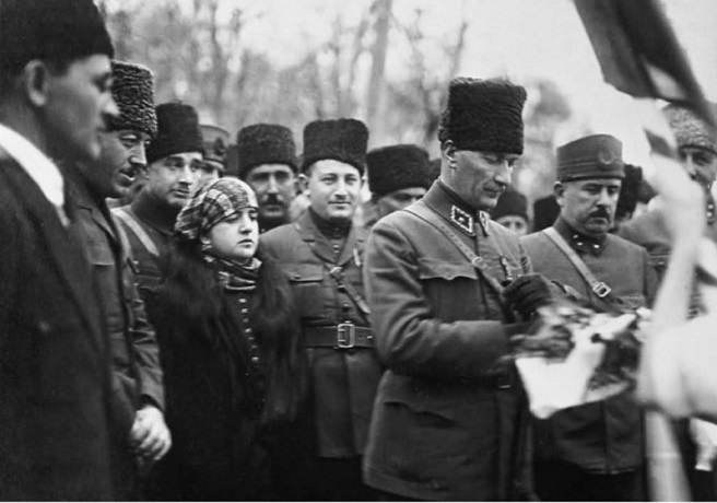 Atatürk,Kazım Karabekir,Latife Hanım ve Heyet