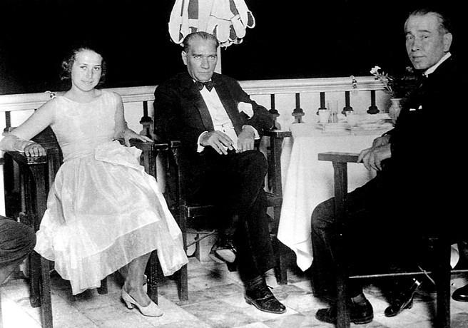 Atatürk Fethi Okyar ve Kızı ile Yalova'da